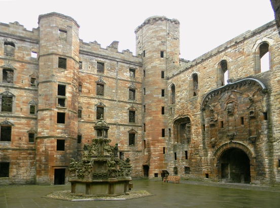 DSCN7157_Linlithgow-Palace-courtyard-enhanced_CL-Tangenberg_2017-10-02