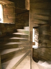 DSCN7216_Linlithgow-Palace-spiral-stair-sunbeam-edit_CL-Tangenberg_2017-10-02