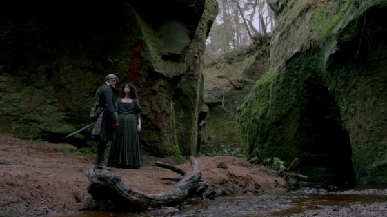 1080p-outlander-s01e06-the-garrison-commander-mkv_003090132_claire_dougal_stniniansspring