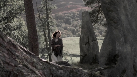 Claire ascends Craigh na Dun for forget-me-nots, 1945, ep101. Image STARZ & Sony Pictures Television, via Outlander-Online.com