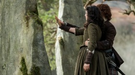 Unfathomable good-bye. Jamie eases Claire back into the future, ep213. Image STARZ & Sony Pictures Television, via Outlander-Online.com