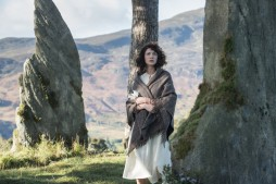 Claire nears largest, central stone, ep101. Image STARZ & Sony Pictures Television, via Outlander-Online.com