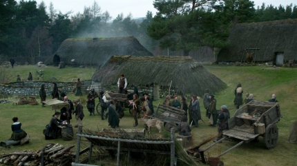 Mackenzie village; Highland Folk Museum, ep105. Image STARZ Sony Pictures Television, via Outlander-Online.com