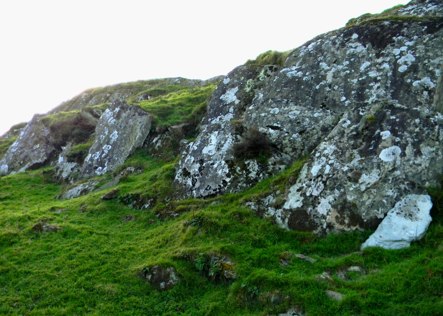 Dunadd-outcropping-shaded_DSCN3398_eds-2017-12-28-try-2
