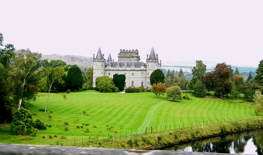 Inveraray-Castle-from-car-driving_DSCN3218_eds-2018-07-29