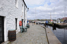 Canal-basin-quay-view-coffee-shop-left_Undiscovered-Scotland