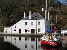 Crinan-Coffee-Shop_Undiscovered-Scotland-front-view-sun
