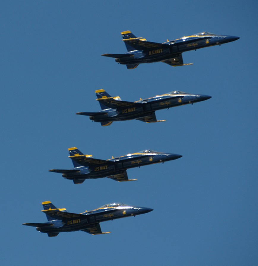 IMG_6203-Blue-Angels-diamond-stair-steps-R-glint-no-smoke