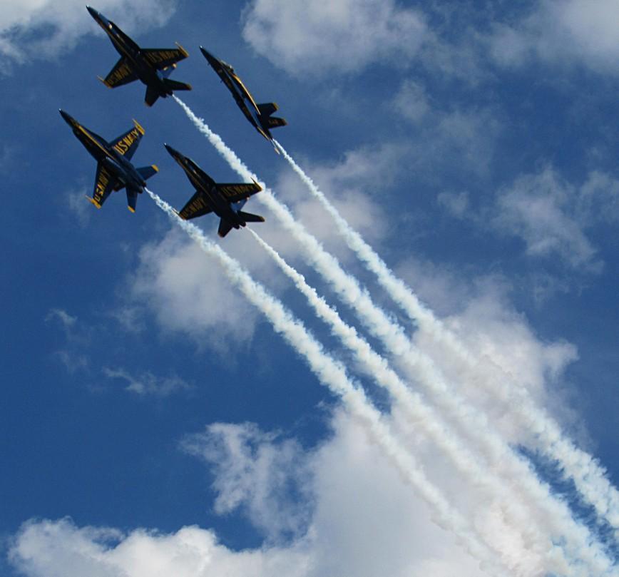 IMG_6205-Blue-Angels-diamond-upper-L-climb-pre-break-angles-smoke