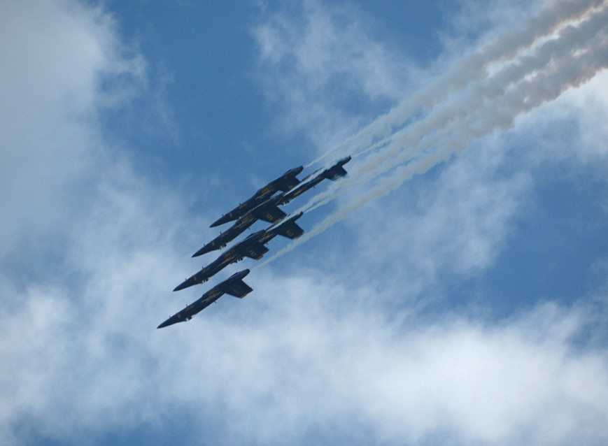 IMG_6217-Blue-Angels-delta-inverted-dive-lower-R-smoke