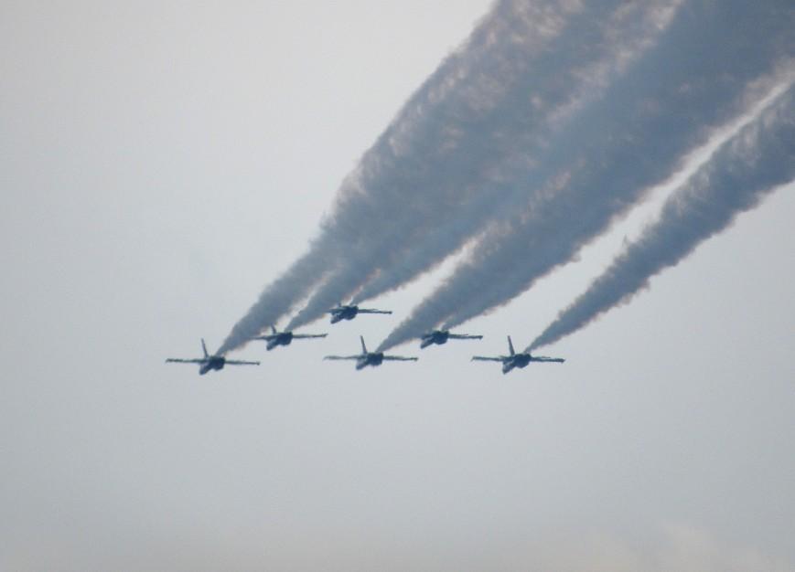 IMG_6219-Blue-Angels-delta-away-straight-from-R-dark-smoke